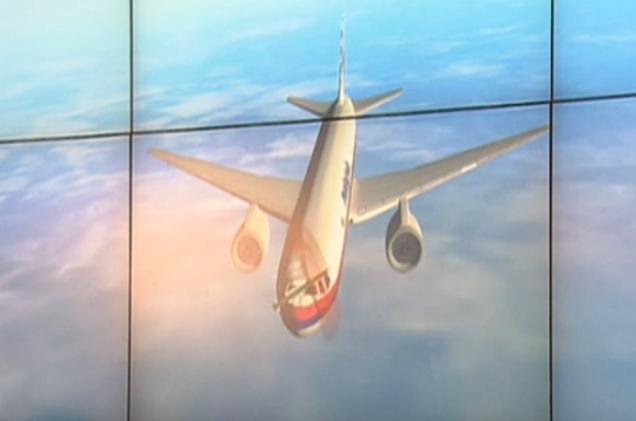 11-raketa-dvigalas-na-pererez-kursu-samoljota